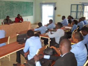 Alain KAM animant une conférence à l'UPO. Thème, le métier de juriste d'entreprise et de consultant