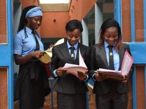 Etudiantes à la sortie du cours